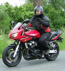 freundliche Motorradfahrerin
